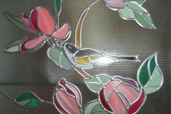 Fragment-vitrazha-TSvetushhaya-magnoliya