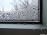 Почему потеют пластиковые и деревянные окна