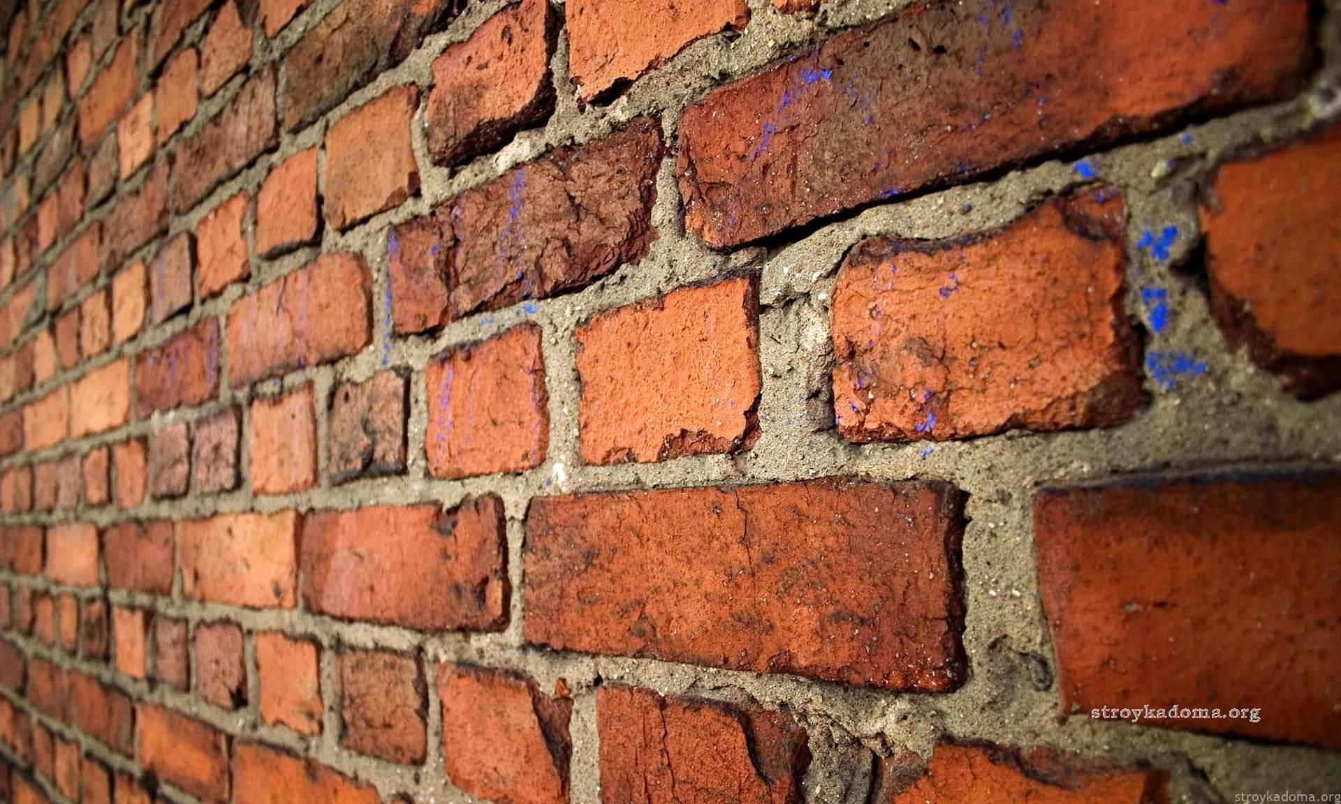 Кирпичная стена: достоинства и недостатки, технологии возведения, утепление