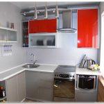 Кухня красного цвета в хрущевке