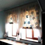 Римские шторы и другие шторы на окне