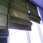 Сложенные узкие римские шторы