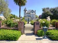 Кирпичный забор: надежное и привлекательное ограждение в классическом стиле