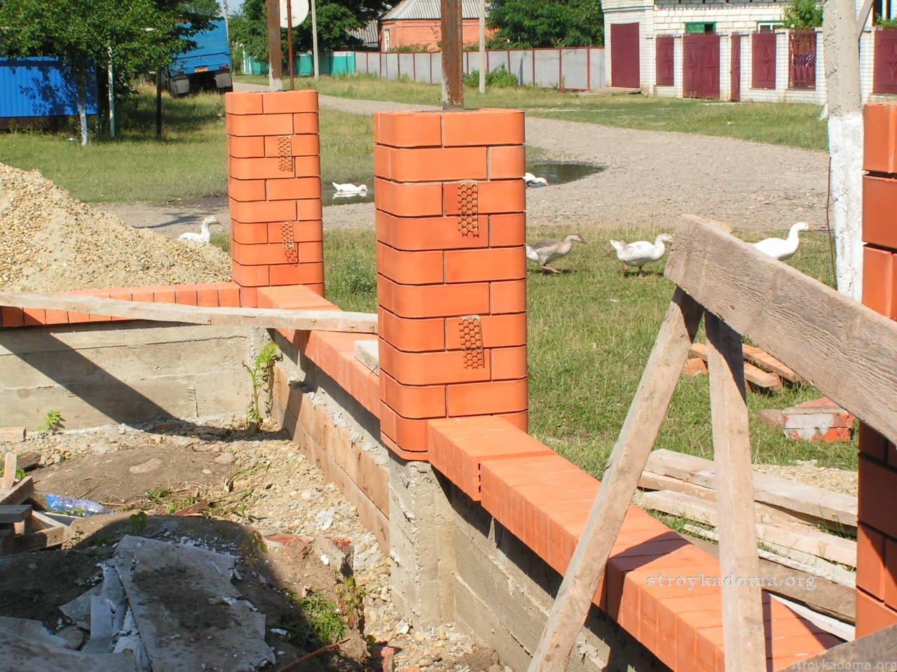 Сделать забор из кирпича своими руками