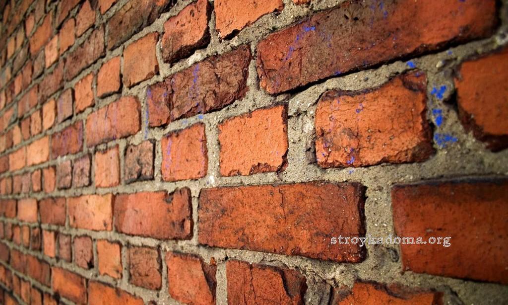 кирпичная стена дома
