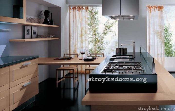 просторная кухня в доме