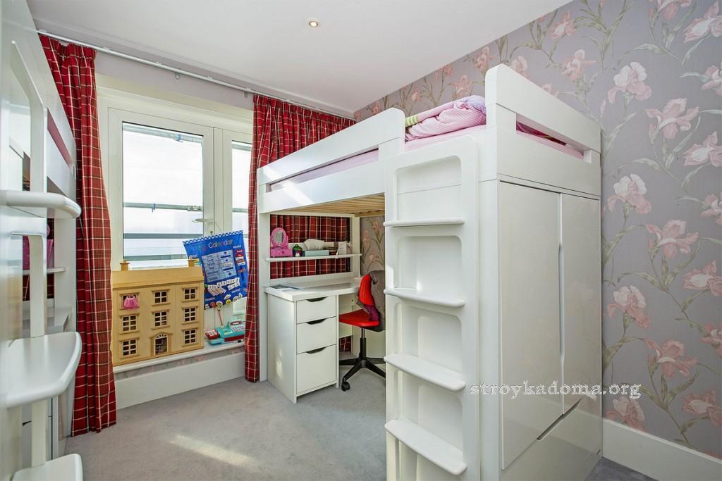 детская комната с двух ярусной кроватью