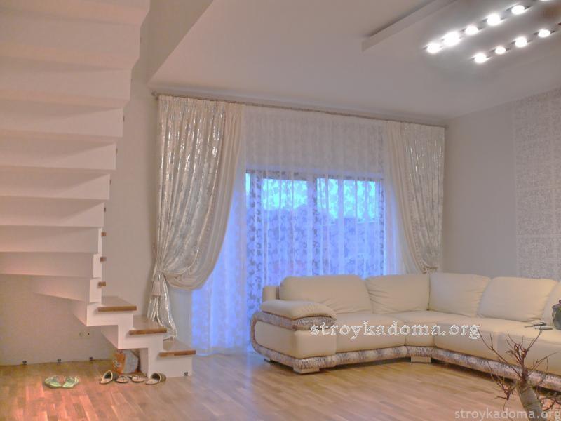 Класический-дизайн-штор-для-гостиной