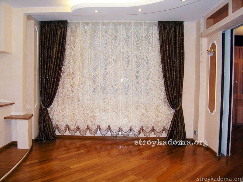 Красивые-французские-и-австрийские-шторы-для-гостиной
