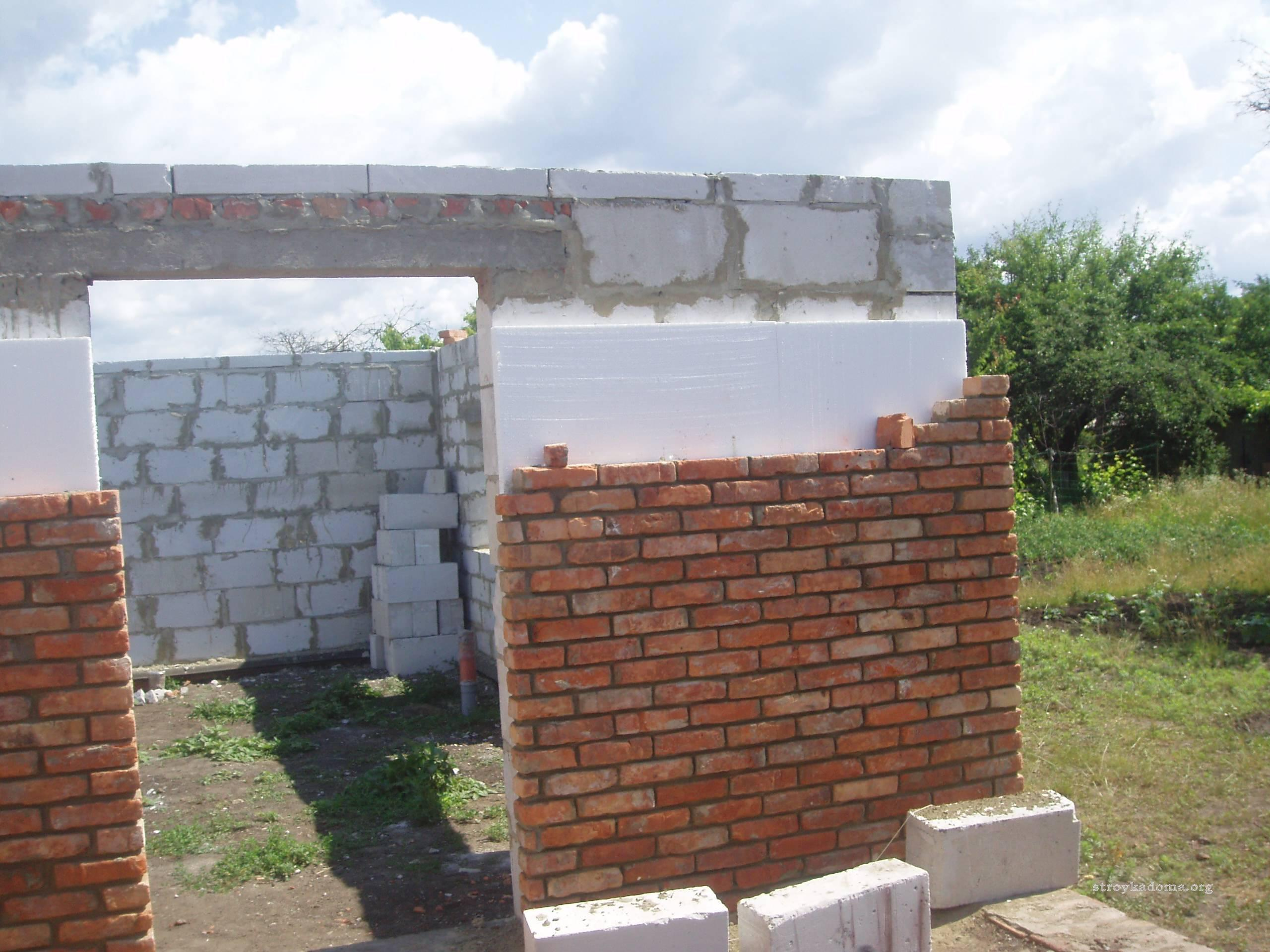 Данная разновидность утепления дома осуществляется на этапе его строительства