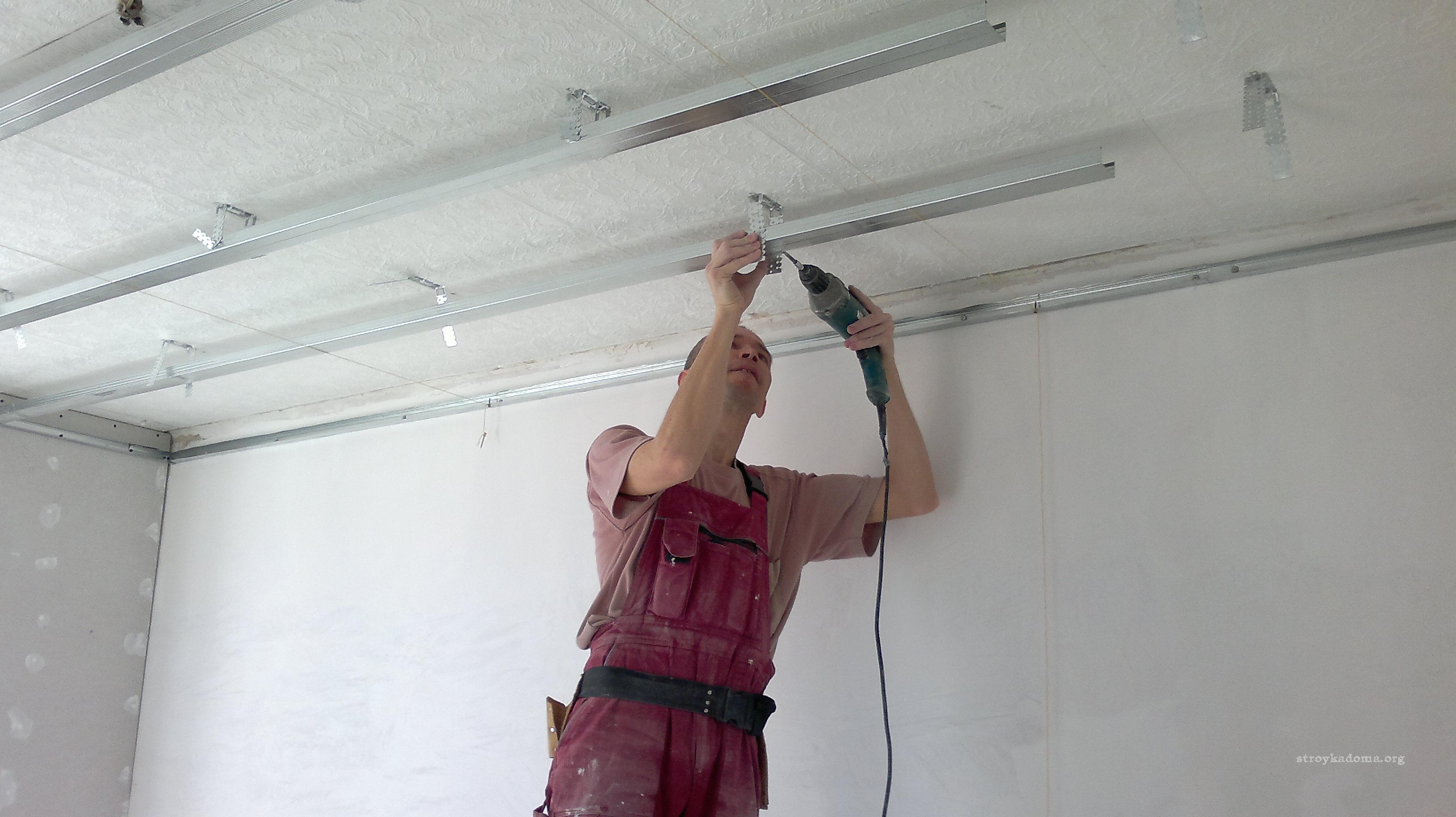 Все варианты ремонта потолка своими руками 46