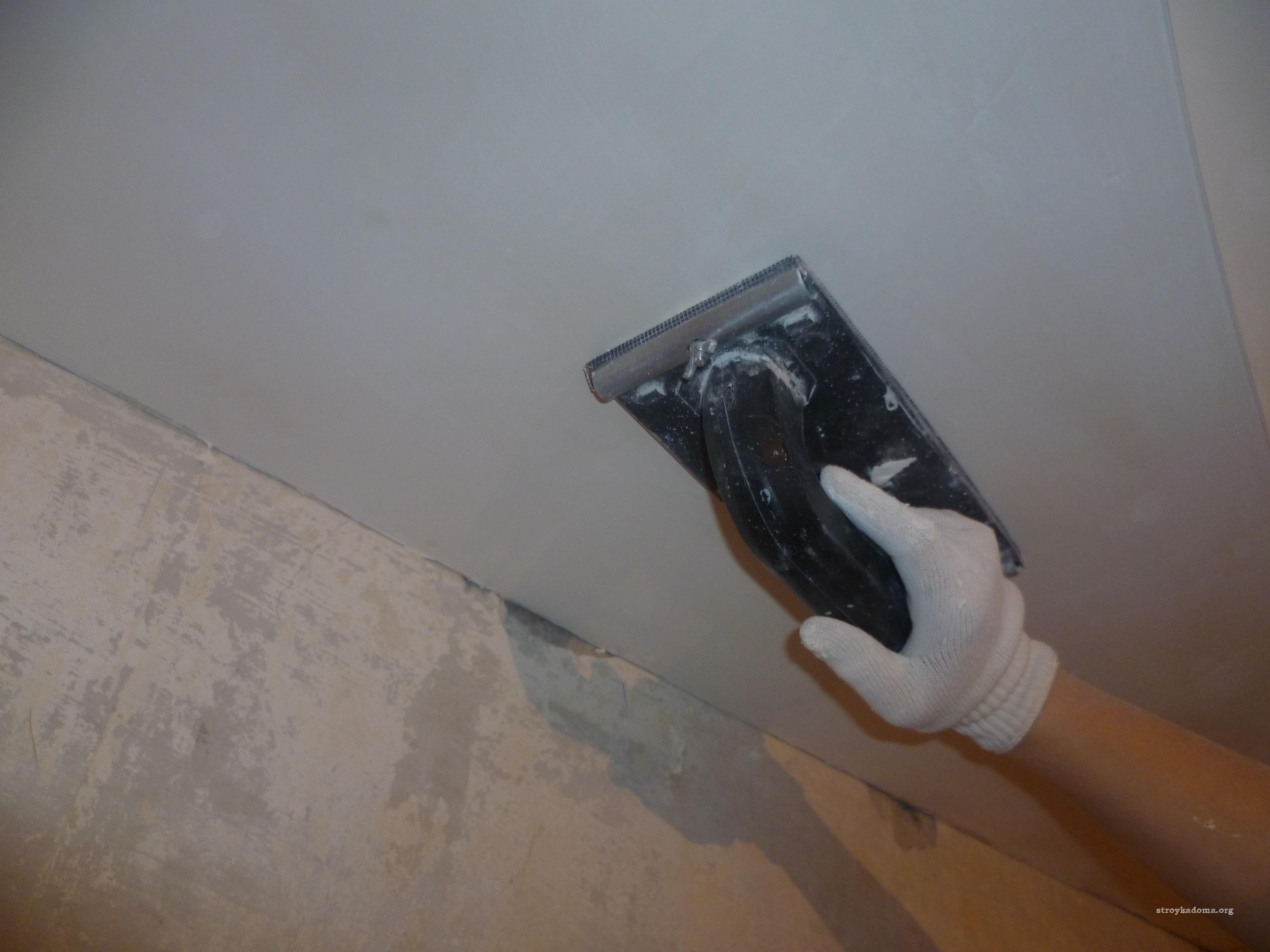 Штукатурка или шпатлевка потолка