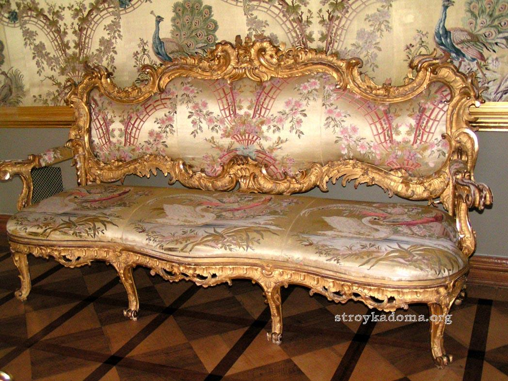 мебель в богатом стиле рококо
