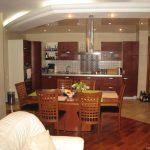 кухня-совмещенная-с-гостиной-островком