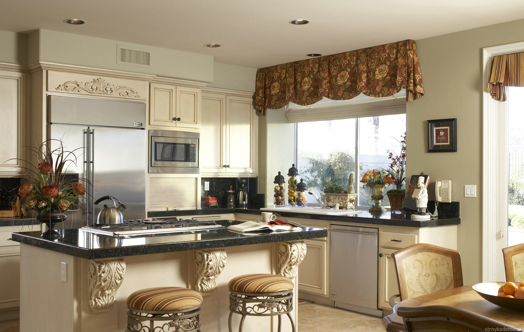 Красивые занавески на кухню