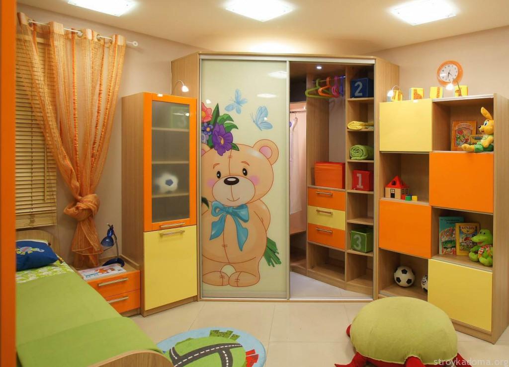 Фасад гардероба украшает комнату ребенка