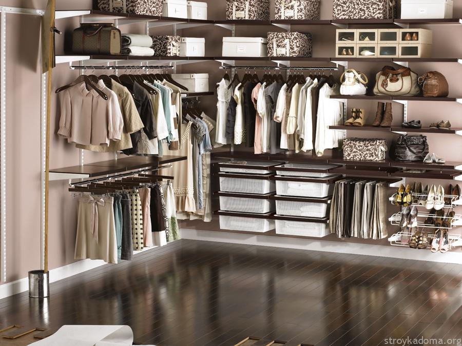 Выбирайте не маркие и практичные материалы для изготовления мебели и оформления пространства