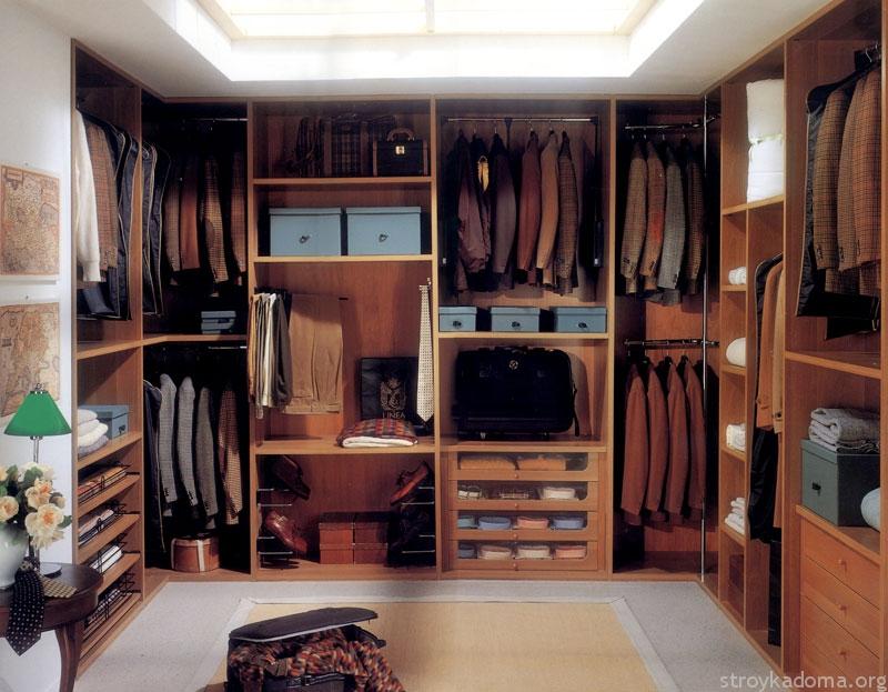 Встроенная мебель поможет максимально сэкономить пространство