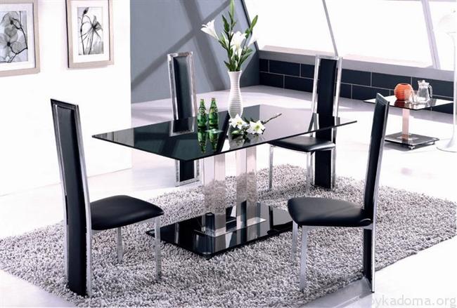Стеклянный стол с красивым подстольем