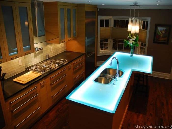 Красивая модел ьстеклянного стола на кухню