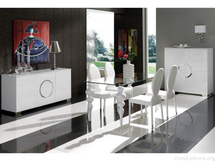 Стеклянный стол и белая мебель