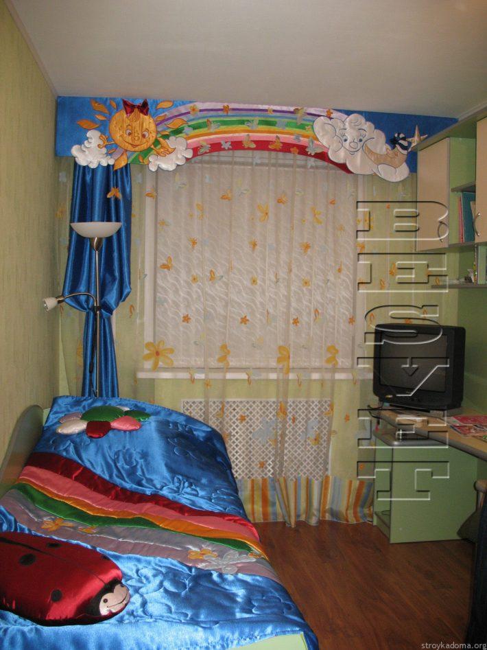 Комплект из покрывала, жесткого ламбрекена и шторы для самых маленьких