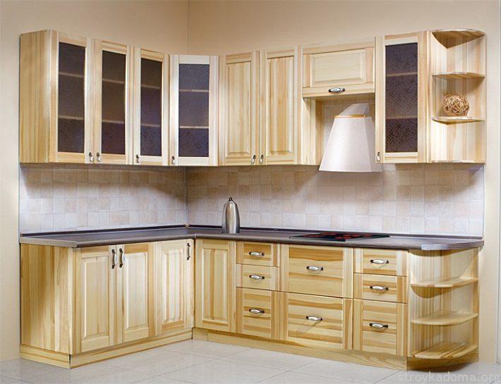 Угловая кухня из сосны