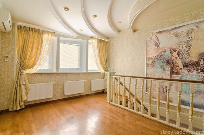 В интерьере классического стиля (барокко) шторы плиссе лишь скромно выполняют свою свето-регулирующую функцию, не влияя на дизайн